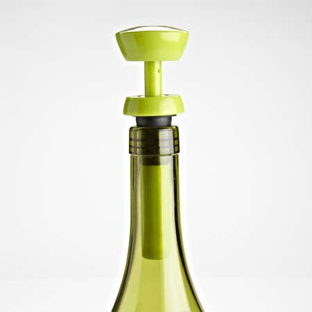 70233_Joie_Vacuum_Wine_Pump_Bottle_Stopper_Set_2