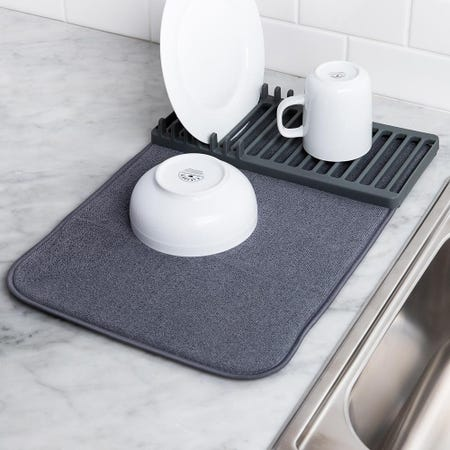 89948_Umbra_Udry_Mini_Microfibre_Drying_Mat_with_Rack__Charcoal