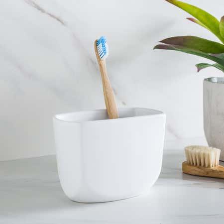 89988_Umbra_Corsa_Ceramic_Toothbrush_Holder__White