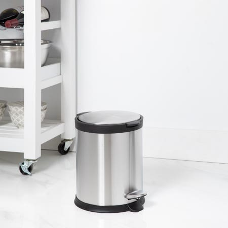 94795_KSP_Orca_5L_Round_Step_Garbage_Can__Black_Stainless_Steel
